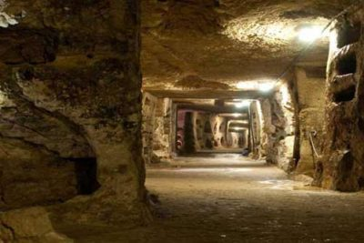 A subterranean view of Rome during our Catacombs tour. Descend into subterranean, learn about the struggle of the first christian communities in Rome.