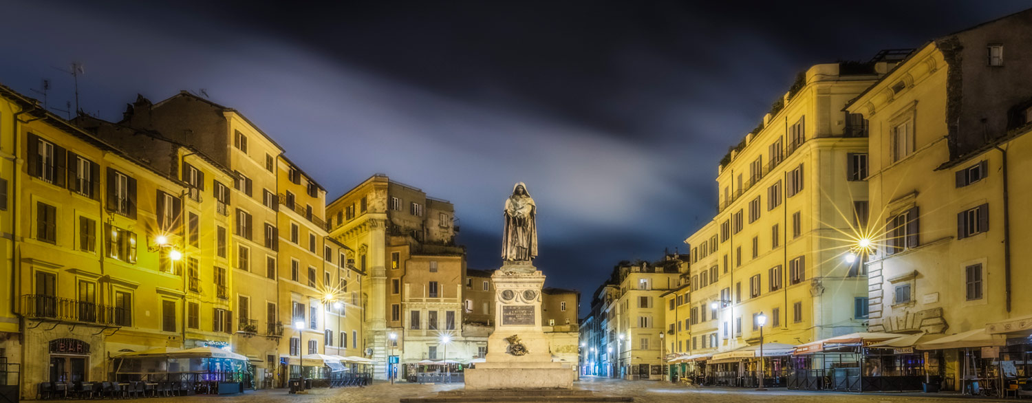 Giordano Bruno in the Middle of Campo de' Fiori in Rome. Check out our Criminal tour in Rome, discover hidden places and unbelievable stories from our guides