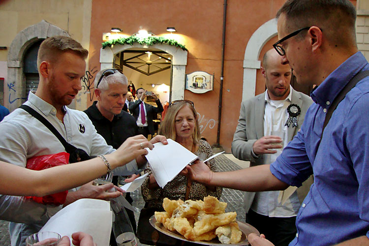 Enjoy our Roman Food Tour in Rome's historical Center